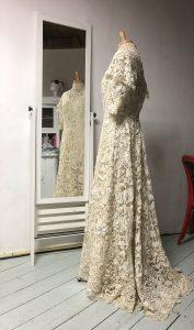 herstel en reconstructie antieke bruidsjurk