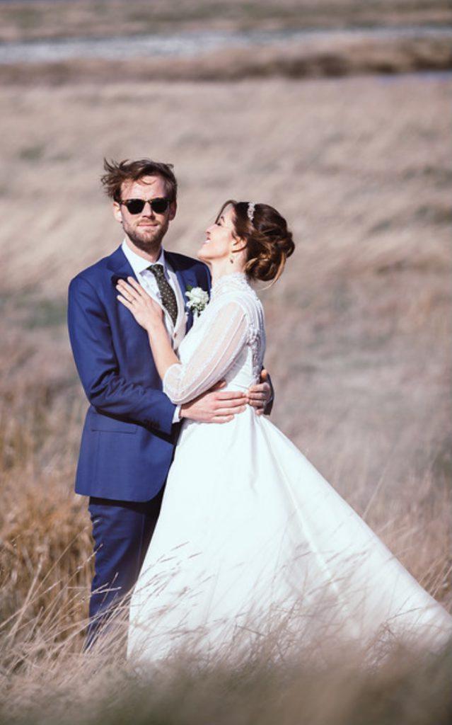 Bruid in vintage trouwjurk