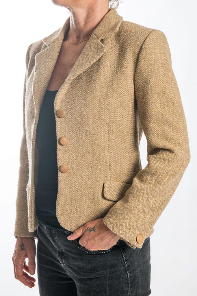 Hergebruik stof in op maat gemaakt jasje